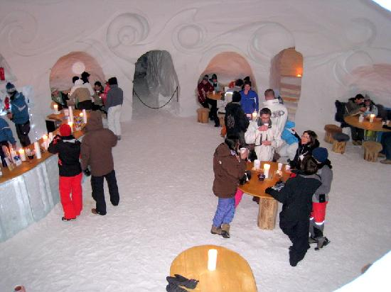 Iglu Dorf hotel in Switzerland