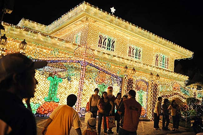 the dalisay family christmas lights manila philippines